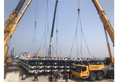 龙口港吊装海上平台4车抬吊